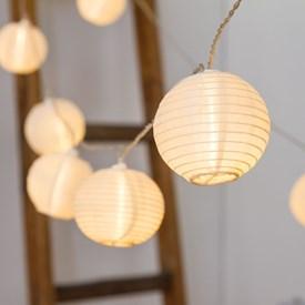 Catena 11,2 m, 32 lanterne led bianco caldo Ø 8 cm, cavo trasparente