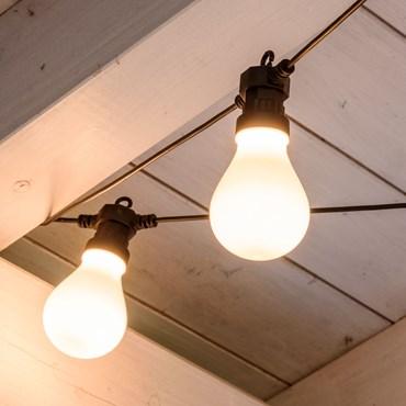 Catena prolungabile 10 lampadine led bianco naturale in plastica satinata Ø 67 mm, cavo nero