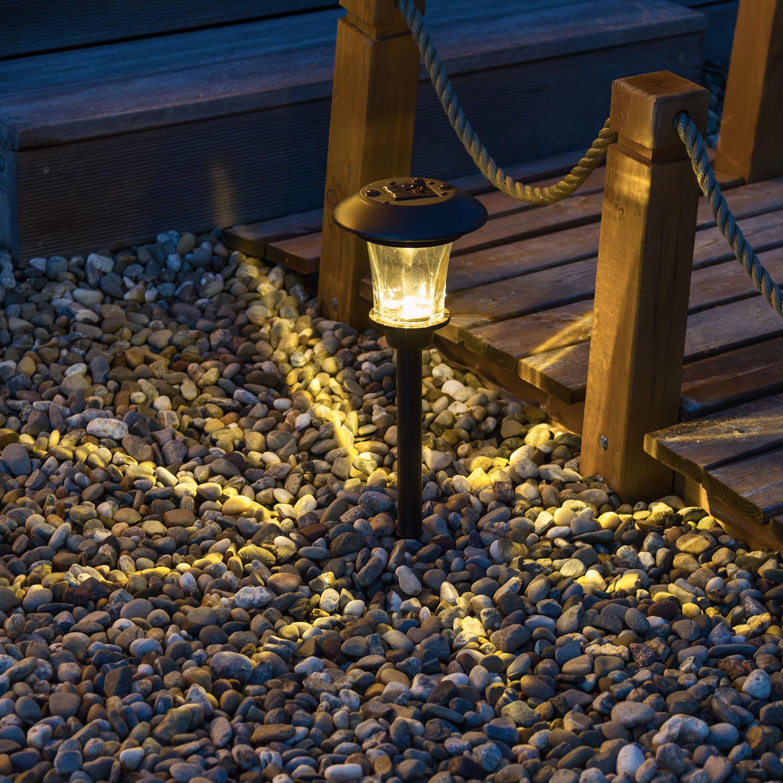Ideas y consejos para decorar el jard n con luces solares for Balizas solares para jardin