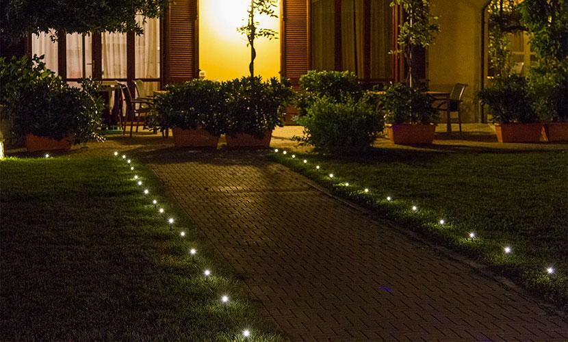 Festa in giardino 4 idee originali fai da te luminalpark for Luci x esterno