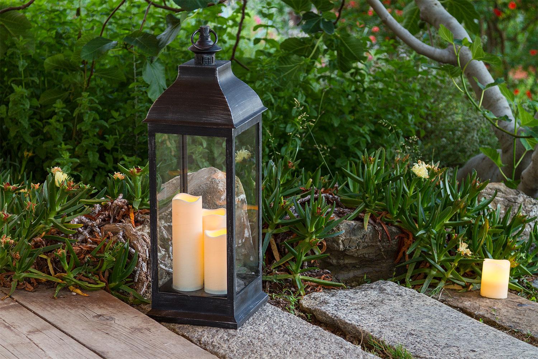Idee giardino come decorare un vialetto con le luci - Acquisto terra per giardino ...