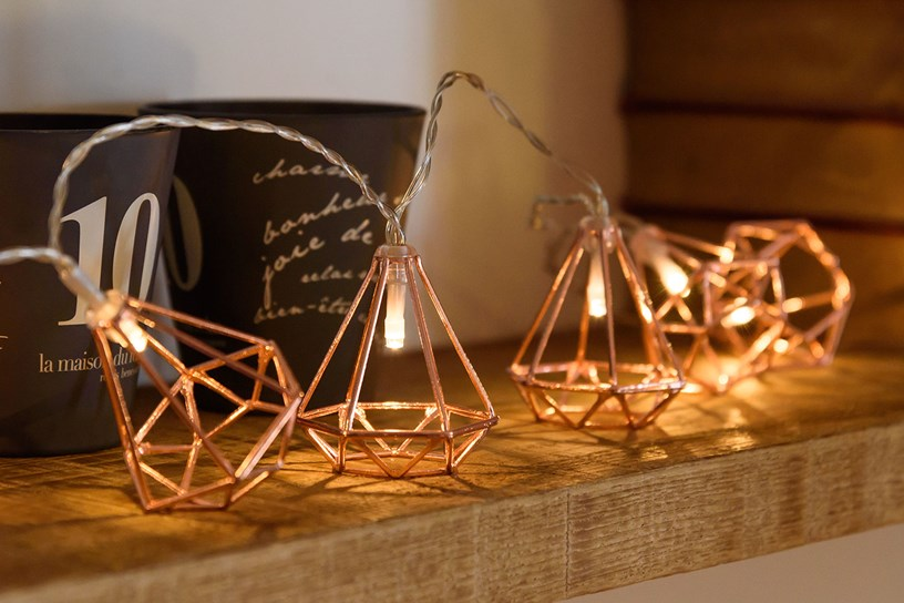 10 idee per decorare e abbellire la casa con le luci decorative led