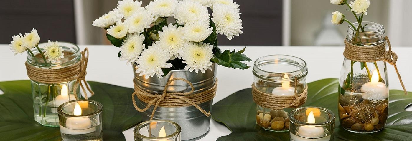 Des Fleurs Et Des Bougies Pour Un Centre De Table Facile A Realiser