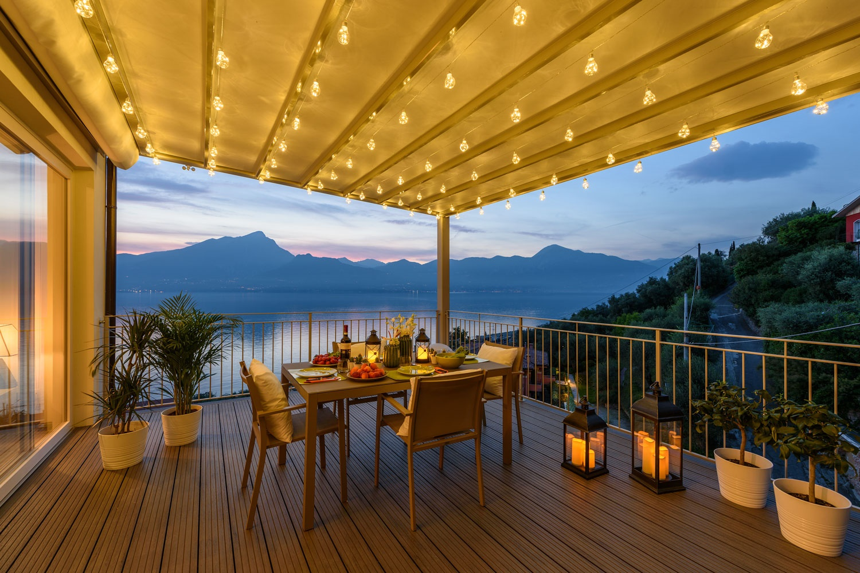 Decoraci n terrazas los imprescindibles del verano for Guirnaldas de luces para exterior