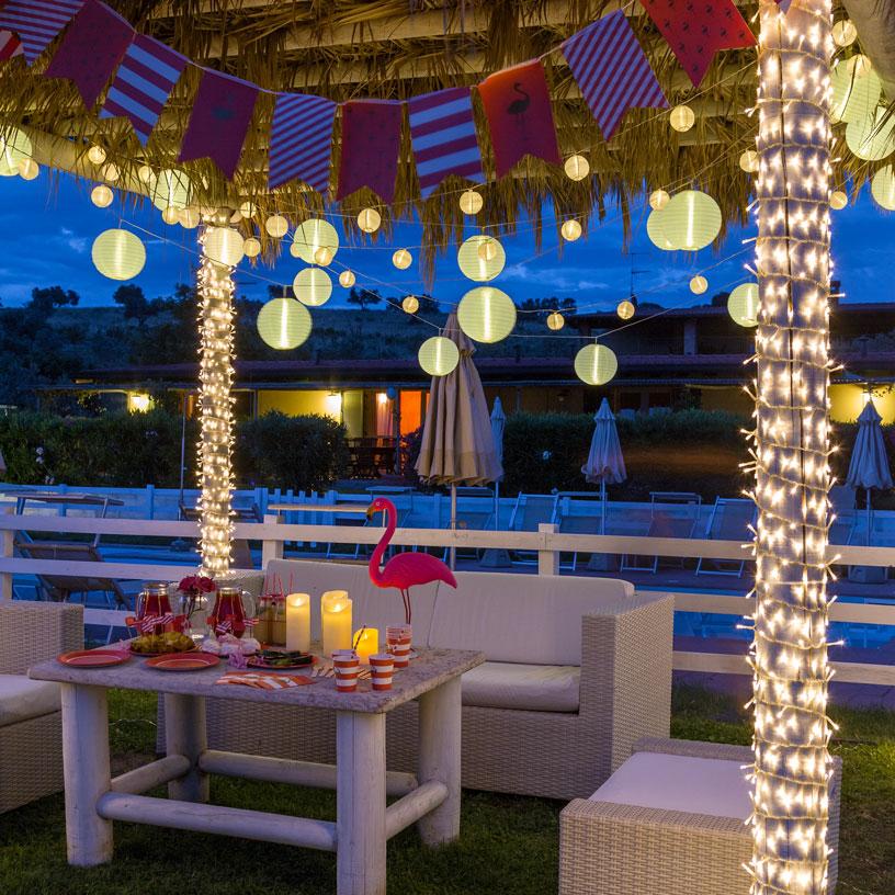 C mo decorar una fiesta en la piscina luminal park for Luces de colores para piscinas