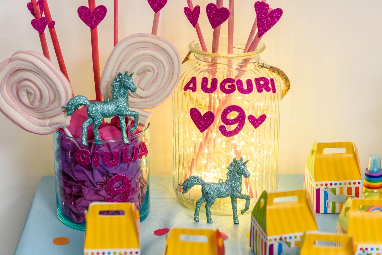 einhorn party mit leuchtenden einmachglasern