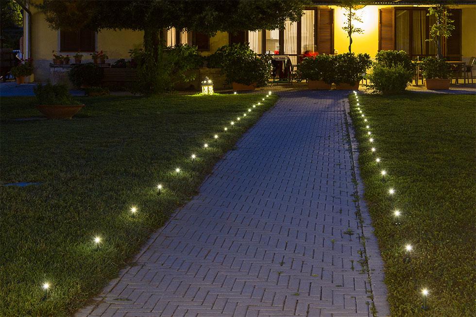 Illuminazione natalizia giardino luminal park - Vialetto giardino illuminato ...