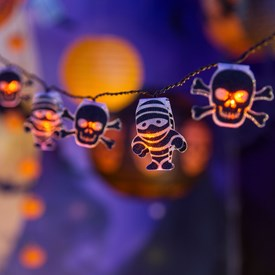 Dekolichterkette 1,35 m, 10 LED-Totenköpfe Halloween Ø 4,5 x h 5,5 cm orange, batteriebetrieben
