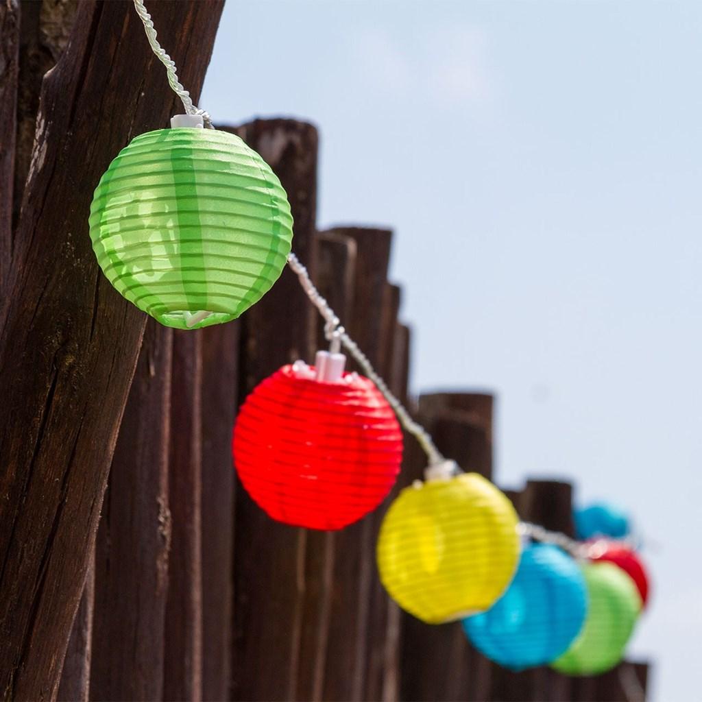 Guirnalda a pilas 16 farolillos de colores 8 cm led for Farolillos de exterior