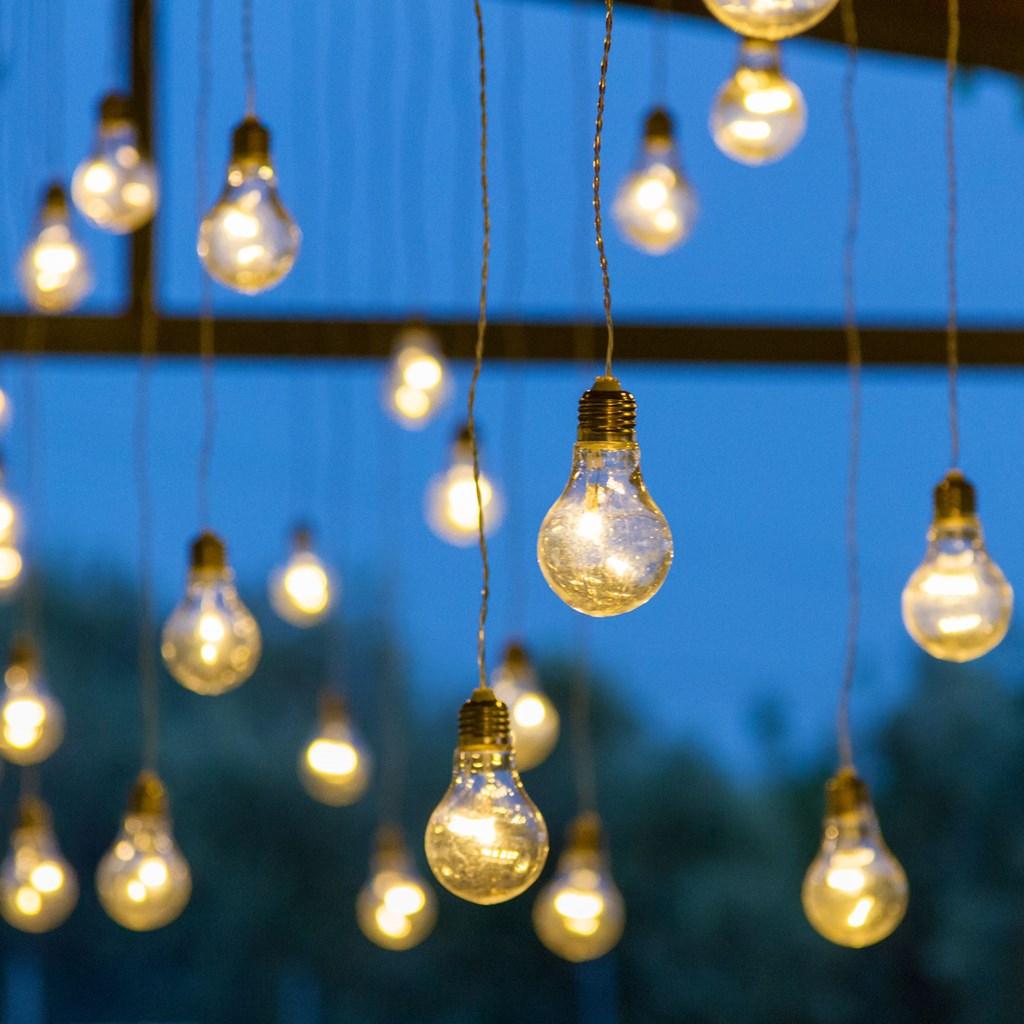 Filo di lampadine pendenti 2 4 x h 0 75 cm 8 lampadine a for Luci x esterno