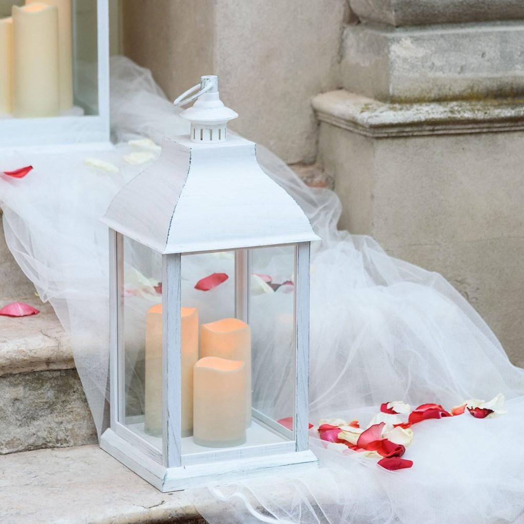 lanterne blanche vieillie avec 3 bougies h 54 cm led. Black Bedroom Furniture Sets. Home Design Ideas
