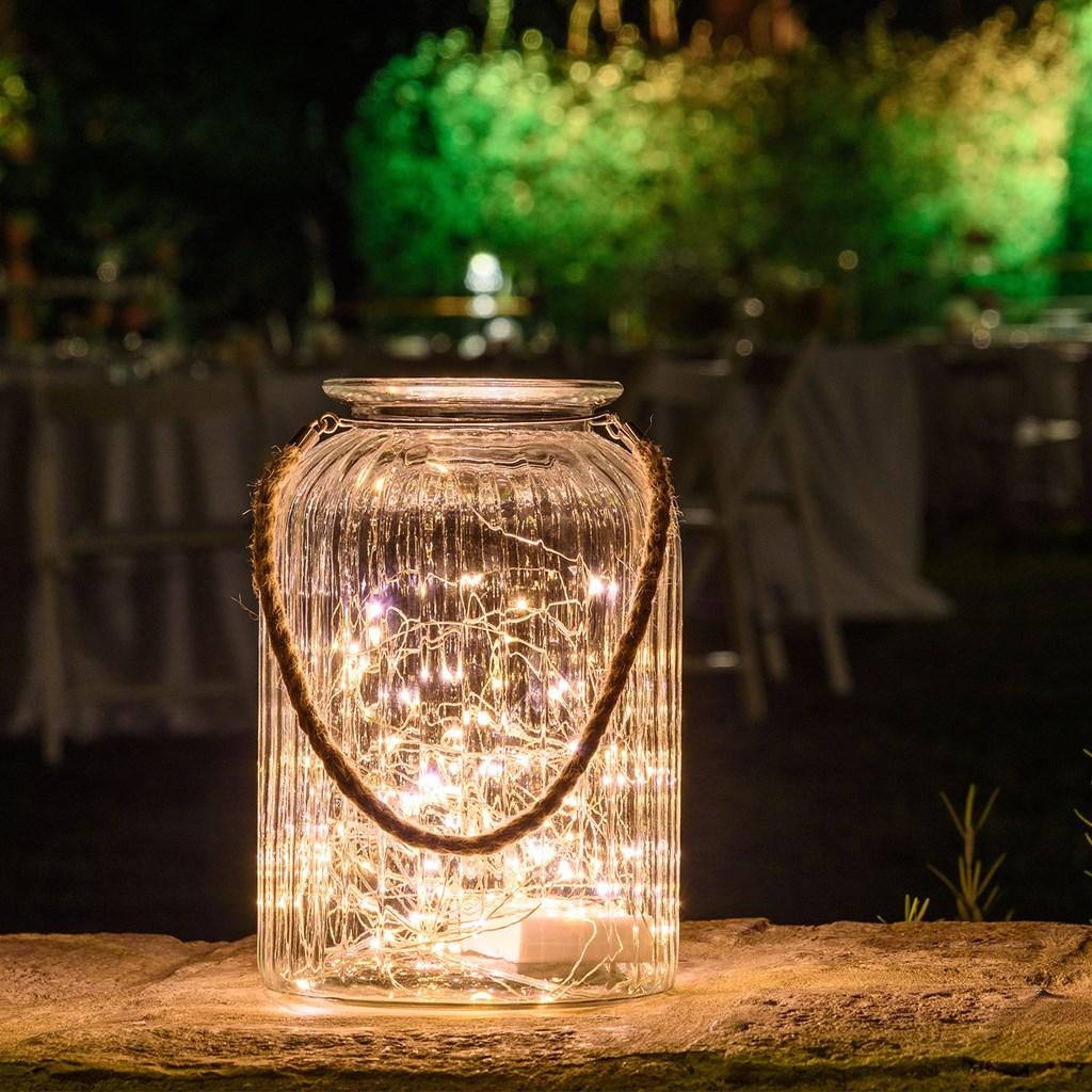 Tarro de cristal con luces led y asa de rafia h 26 5 cm for Giardini decorati