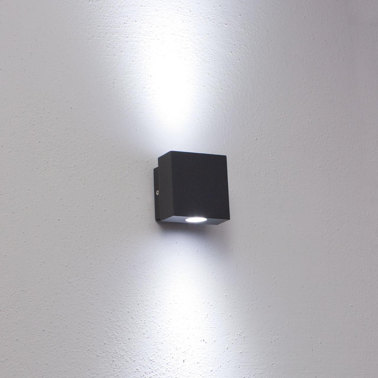 Faro da parete applique LED bianco caldo uso esterno 2W color grigio chiaro
