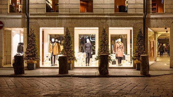Illuminazione negozi e vetrine per feste luminal park for Illuminazione negozi